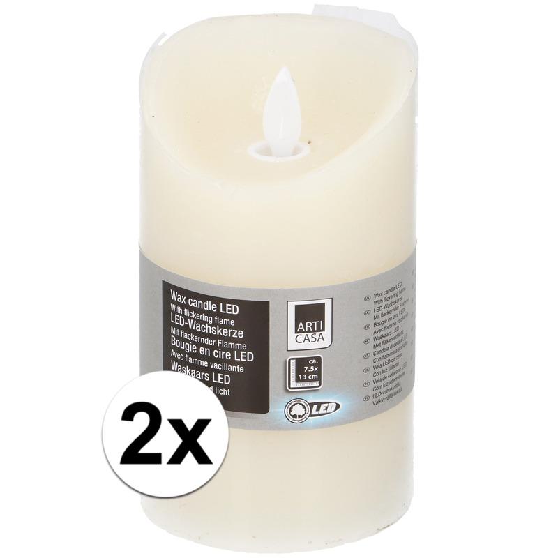 2x Creme LED kaarsen/stompkaarsen 13 cm