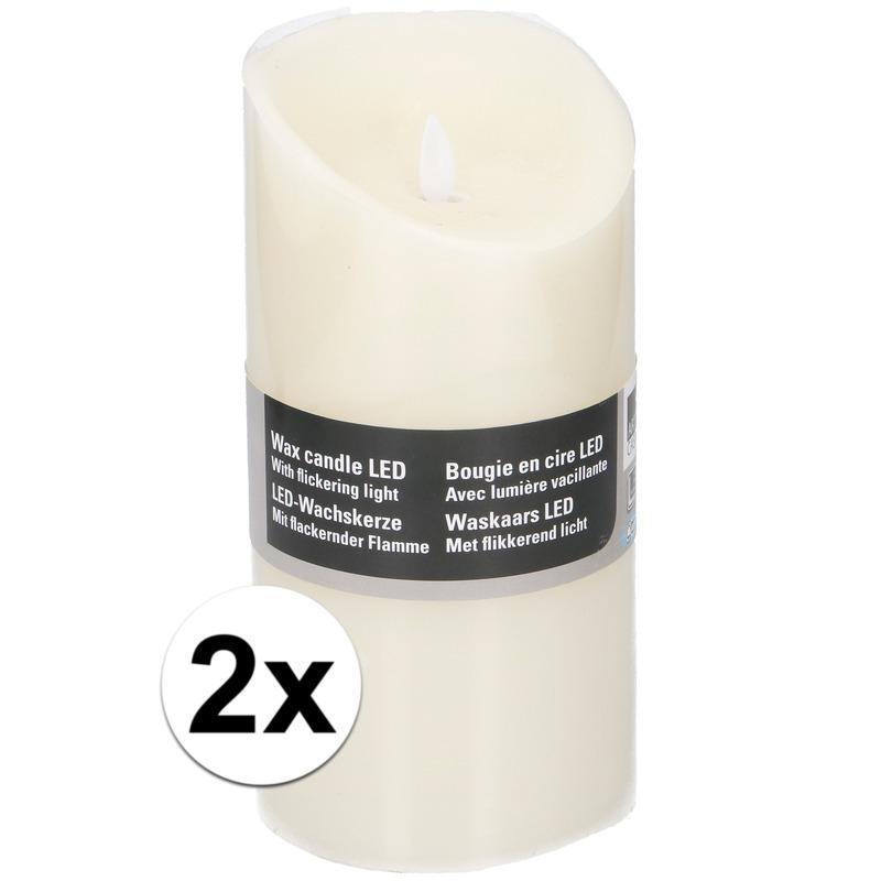 2x Witte LED kaarsen/stompkaarsen 19,5 cm